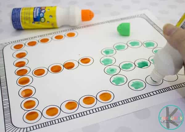 free alphabet printable to use with do a dot markers to make bingo dabuer letters; pictures is letter e in both upper and lowercase letters.
