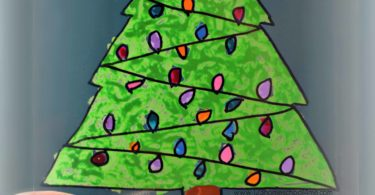 Christmas-Tree-Suncatcher-Craft-for-Kids