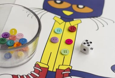 FREE Pete The Cat Math Game - this is such a fun kindergarten math activity to practice counting and addition #petethecat #kindergarten #counting