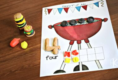 These summer themed playdough mats make practicing counting fun for preschoolers and kindergartners.