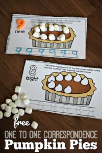 FREE These low prep, One to One Correspondence Pumpkin Pies are a fun way to practice counting to 10 and tracing numbers with a Thanksgiving themed activity. #thanksgiving #kindergarten #math