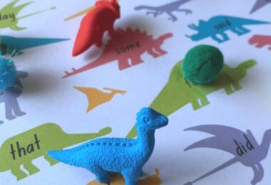 Looking for a fun way to help your kindergartner improve their reading? You will love this hands on, free printable, Dino Sight Words Activity!