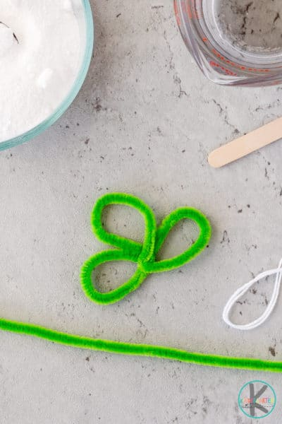 pipe cleaner three leaf clover